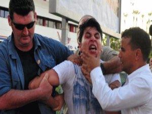 Başbakanı protesto eden genç tutuklandı