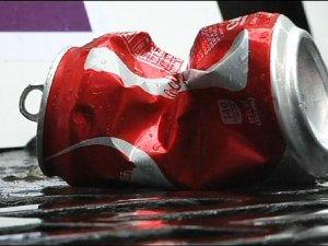 Vali Fanta içerek 'Coca-Cola'yı' protesto etti
