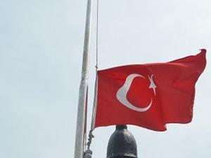 İncirlik Üssü'nde bayrak krizi!