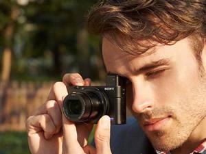 Sony yeni mini fotoğraf makinesini tanıttı