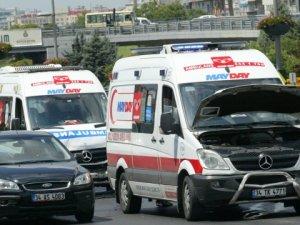 Ambulanslar kaza yaptı, trafik felç oldu