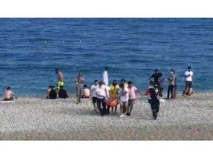 Denize giren yerleşik Rus kadın, boğulma tehlikesi yaşadı