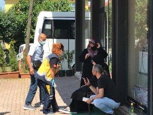 Araç durmadan inmek isteyen kadın yolcu düşerek hastanelik oldu