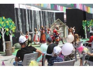 Vanlı çocukların tiyatro sevinci