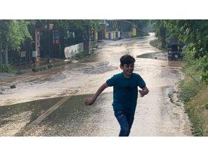 Bursa'da sağanak yağış hayatı felç etti
