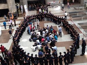Adliye karıştı, polisler eylem yapıyor!