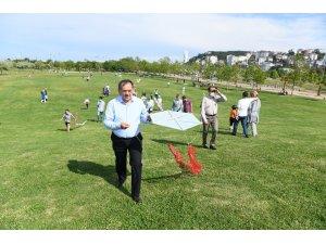 Başkan Demir çocuklarla uçurtma uçurdu