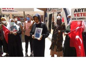 Çocuğunu terörün elinden kurtarmak isteyen bir anne daha HDP önündeki evlat nöbetine katıldı