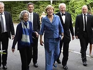 Rüküş seçilen Merkel alay konusu oldu
