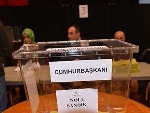 Gurbetçi Türkler oy vermeye başladı