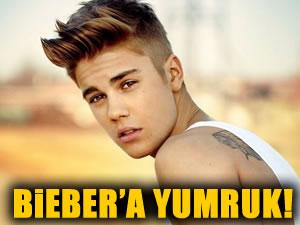 justin Bieber'e ağır yumruk!