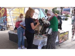 Kuşadası'nda El Emeği Pazarı yoğun ilgi görüyor