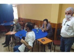 Kısıtlamada açık olan üç kafe ve lokantadaki 42 kişiye 165 bin lira ceza