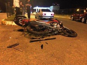 Otomobil ile motosiklet çarpıştı:1'i ağır 2 kişi yaralandı