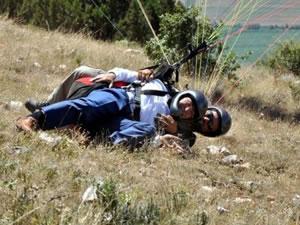 Tokat Valisi Cevdet Can yamaç paraşütü sırasında kazası geçirdi