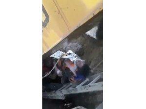 Göçük altında kalan işçilerin kurtarılma anı kamerada