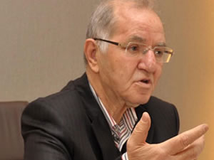 AK Parti'nin kurucusu isminden hükümete önemli çağrı!