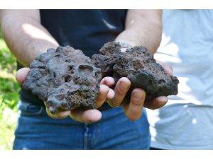 Bahçesinde meteor buldu