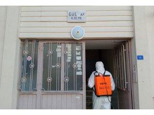 Belediyeden Covid-19 görülen apartmanlara müdahale