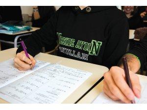 """Üniversite adaylarına tavsiyeler: """"Her gün, süreli olarak bir adet deneme sınavı"""""""