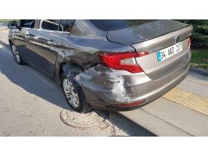 Ankara'da önlemsiz şekilde terk edilen otomobil kazaya sebebiyet verdi: 4 yaralı