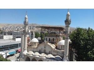 Malatya'da depremlere meydan okuyan tarihi camide restorasyon