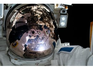 ISS'deki astronotlar uzay yürüyüşüne çıktı