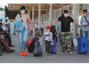 3 haftada 518 bin kişi hava yoluyla Antalya'ya geldi