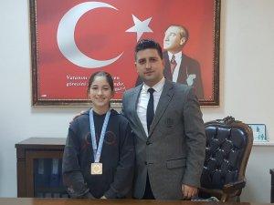 Köşklü Zeynep Türkiye birincisi oldu