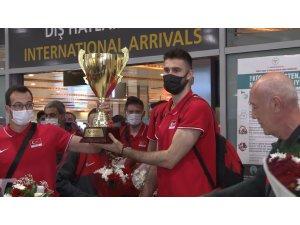Filenin Efeleri, şampiyonluk kupasıyla İstanbul'a döndü