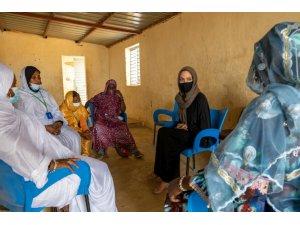 Angelina Jolie, Burkina Faso'daki bir mülteci kampını ziyaret etti