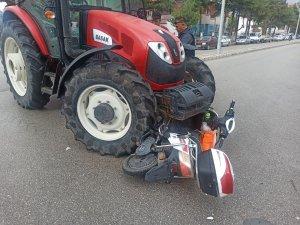 Elektrikli bisiklete çarpan traktör sürücüsünün ehliyetsiz olduğu ortaya çıktı