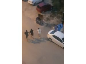 Sokak müzisyenleri, üzerlerine gelen köpekleri görünce arkalarına bile bakmadan kaçtı