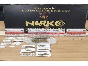 Uyuşturucu alışverişinden yakalanan 5 kişiden 1'i tutuklandı