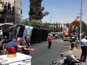 Doğu Kudüs'te iş makinesiyle otobüse saldıran Filistinli öldürüldü