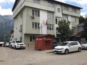 """Çay: """"Adana Büyükşehir Belediyesi makam girişine de ekmek büfesi koyun"""""""