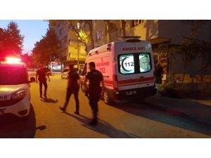 Binadan atlamak isteyen kadını polis ikna etti
