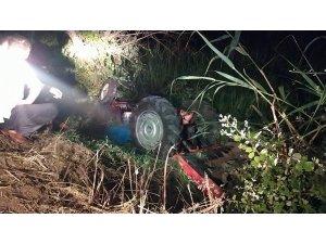 Su kanalına devrilen traktörün sürücüsü hayatını kaybetti