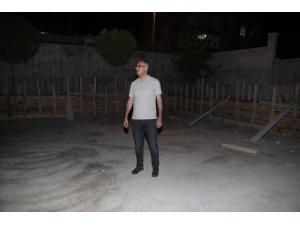 Kuş, yapımı devam eden kapalı semt pazarını gece inceledi