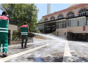 Şanlıurfa'da ibadethane temizliği