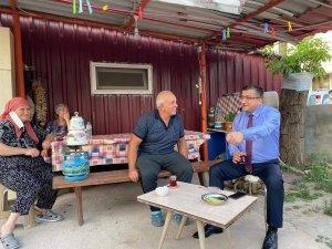 Başkan Öz mahalle sakinlerini ziyaret ediyor