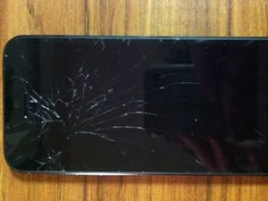 Apple, kırık iPhone 5s'leri değiştirmeye başladı