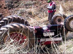 Konya'da traktör römorku su kanalına devrildi: 1 ölü