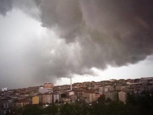 İstanbul'da şiddetli yağış! AKOM ilçe ile uyardı!