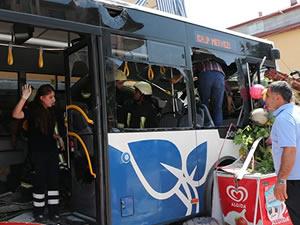 Otobüs, servis minibüsüne çarptı: 20 yaralı