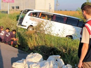 Manisa'da otobüs kazası: 52 yaralı