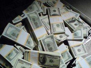 Dolar kritik seviyeyi de aştı