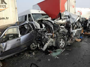Zincirleme kaza: 2 ölü, 5 yaralı!
