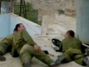 İsrail askerinin kanlı eğlencesi