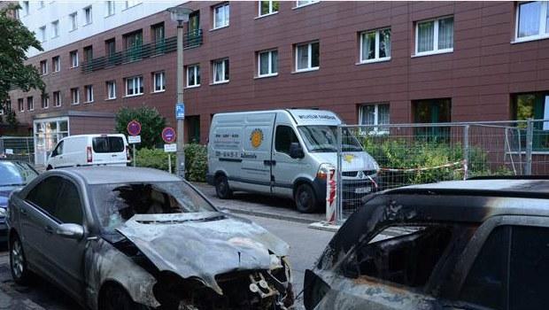 Berlin'de diplomatik plakalı araç kundaklandı